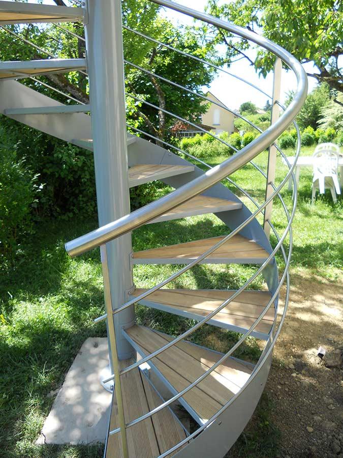 Escalier extérieur inox bois hélicoidal