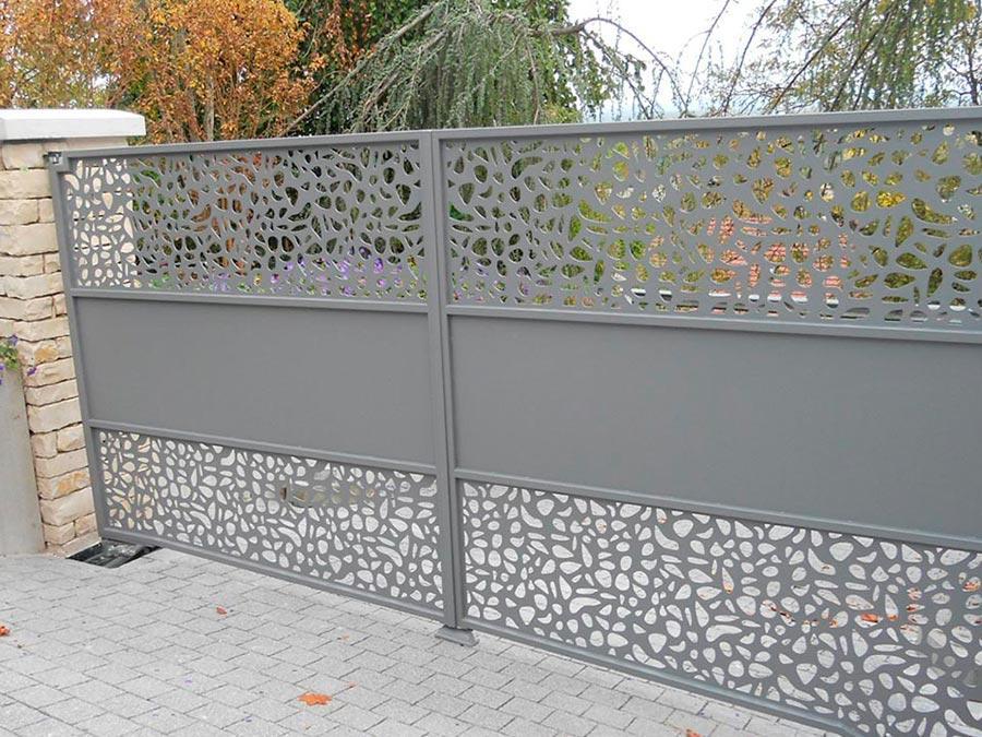 portail double vantaux 5 mètres en acier perforé thermolaqué gris
