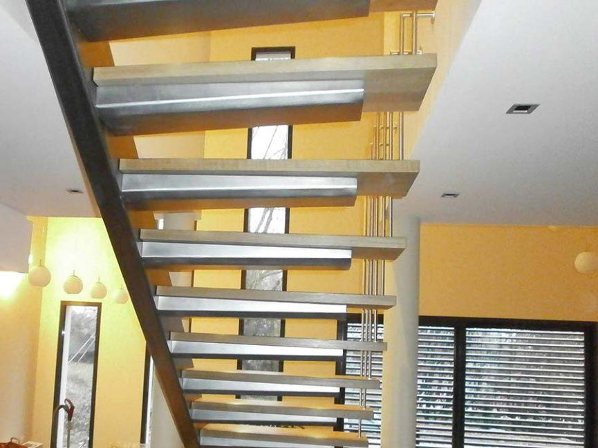 escalier acier inox à limon latéral