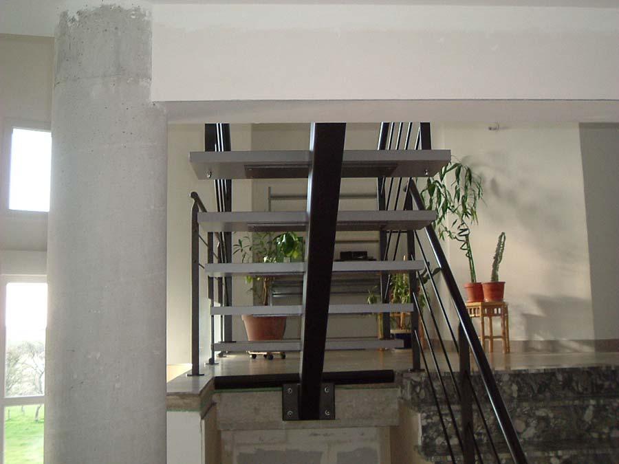 escalier droit limon acier
