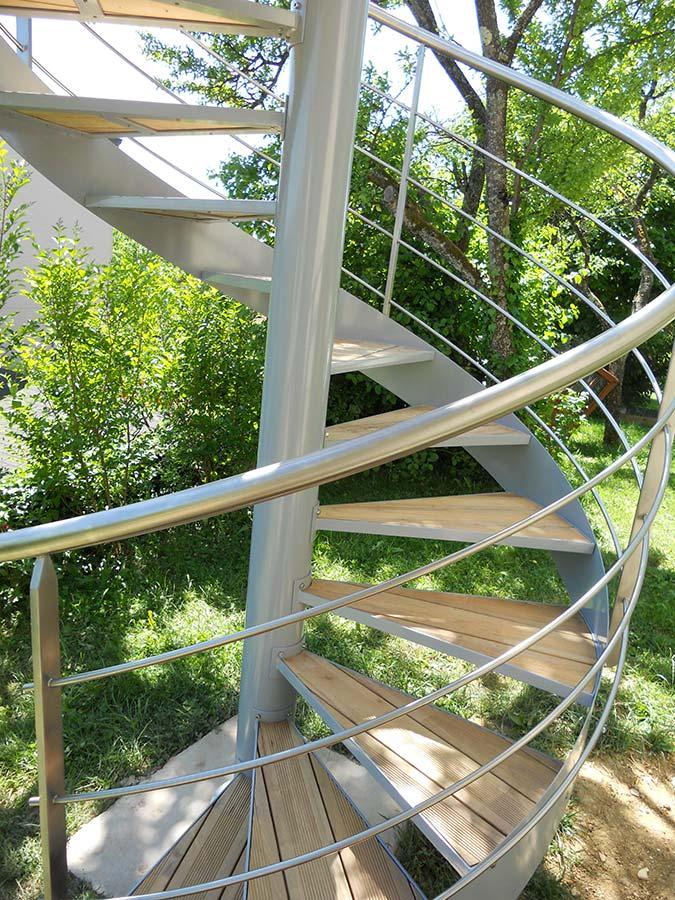 escalier colimaçon en acier electro-zingué