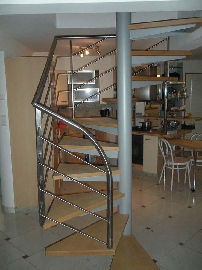 escalier hélicoïdal intérieur cage carrée