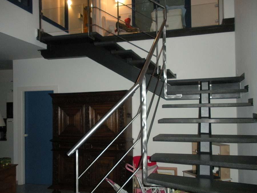 escalier à poutre central et palier double