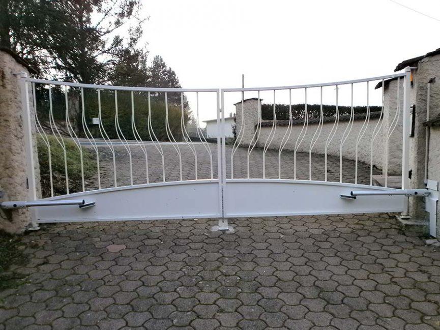 portail double vantaux motorisé en acier