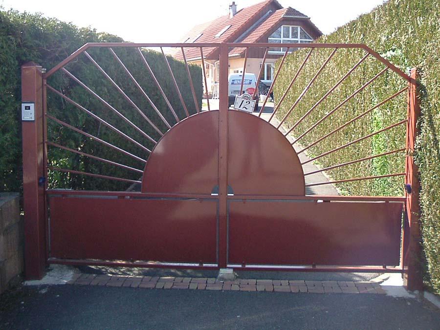 portail motorisé double-vantaux en acier thermolaqué