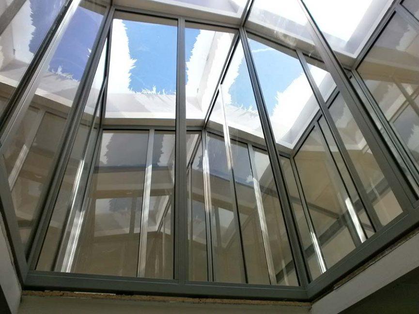 puit de lumière intérieur en verre et acier thermolaqué