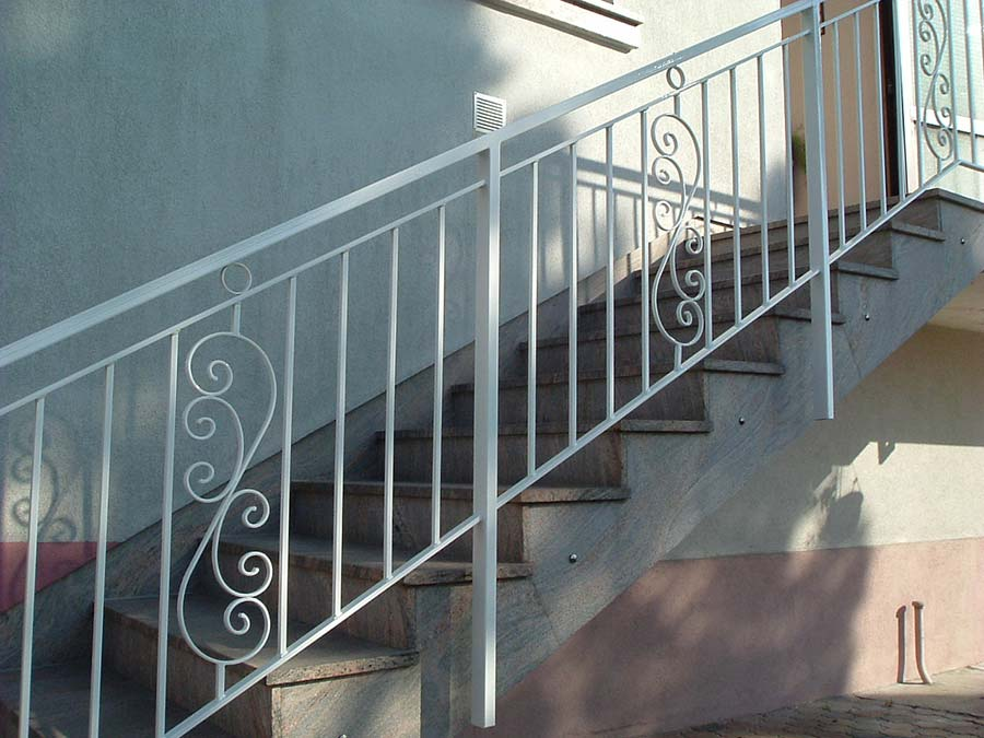 rampe de balcon top rampes et balcons aluminium distinction portes et fentres clique ton style. Black Bedroom Furniture Sets. Home Design Ideas