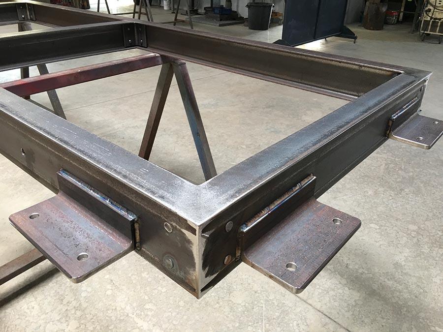 support métallique d'un plancher de verre